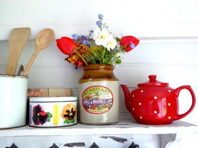 shelf-and-teapot